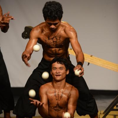 Le cirque du Cambodge - Eclipse